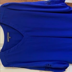 Brixon Ivy Tops - Pretty blue blouse with appliqués on sleeves